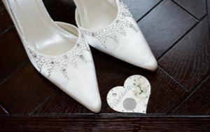 花嫁の靴の中に6ペンスコイン